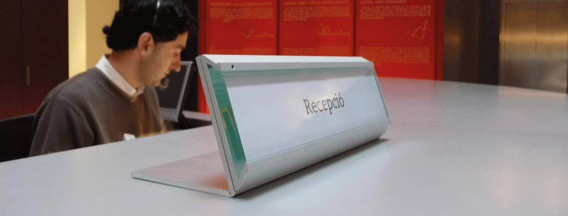 sleek desk sign for front desk and open space offices | pile-ou-face© marcal