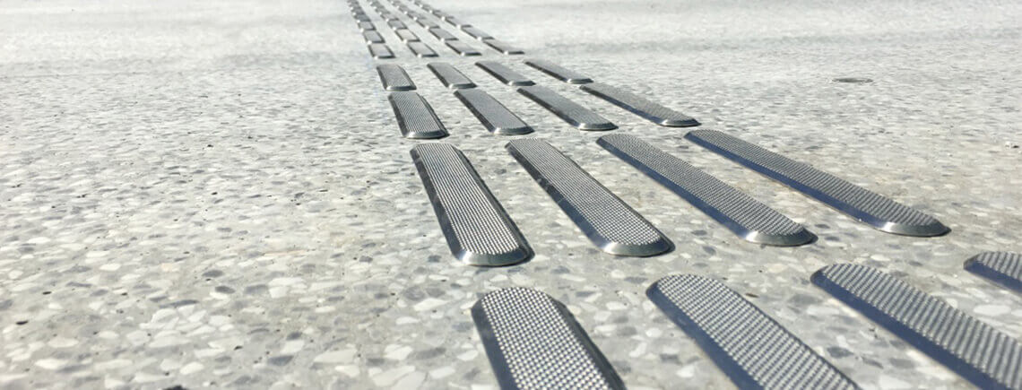 stainless steel bars exterior tactile flooring guidance system | podoinox© marcal